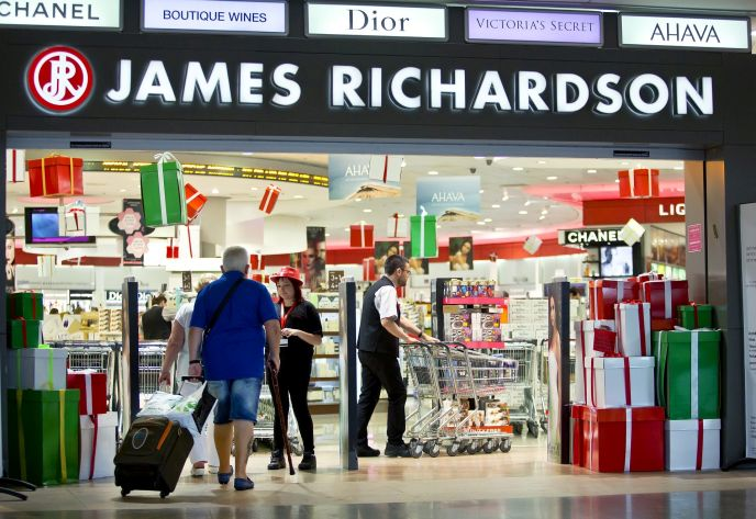 Israelis shopping at the James Richardson duty-free shops at Ben-Gurion Airport. Photo by Moshe Shai/FLASH90