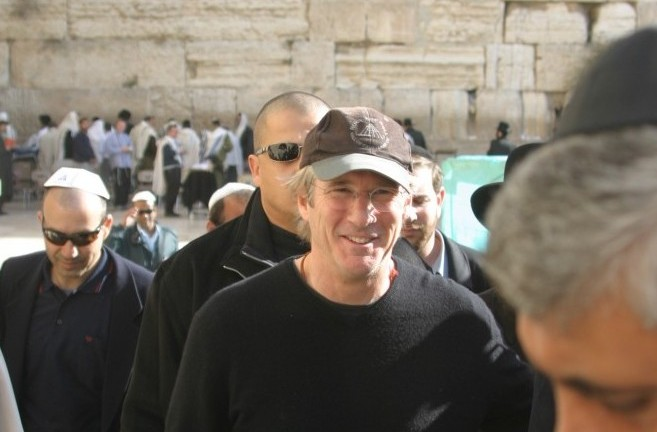Richard Gere visiting the Western Wall in Jerusalem in 2003. (Photo by Flash90)