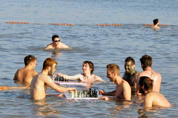 European Individual Chess Championship competitors take a free day for a trip to the Dead Sea. (Photo by Peter Doggers/EICC website)