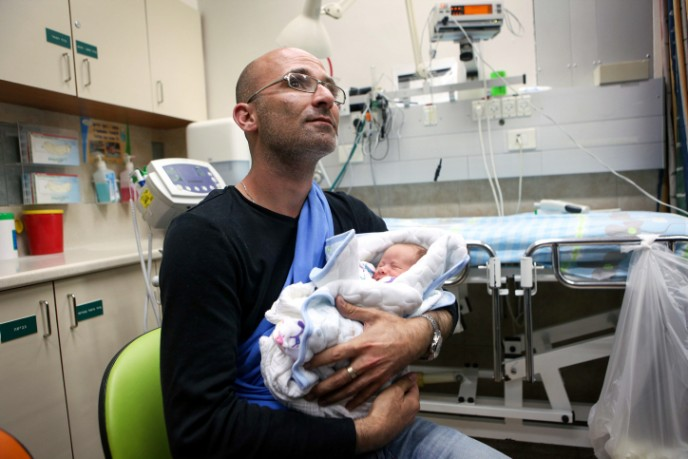 Omri Lancet and his son at Soroka Medical Center in Beersheva after their evacuation by the IDF from Nepal. Photo by FLASH90