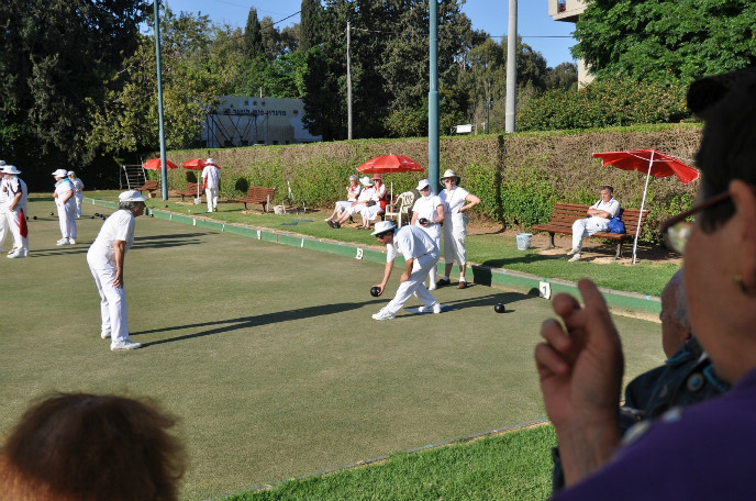 Itzik Baranes being coached by Miri Goldfarb at the Ramat Gan Bowling Club during a 2010 international championship in which England, South Africa, Scotland, Canada and Israel participated.