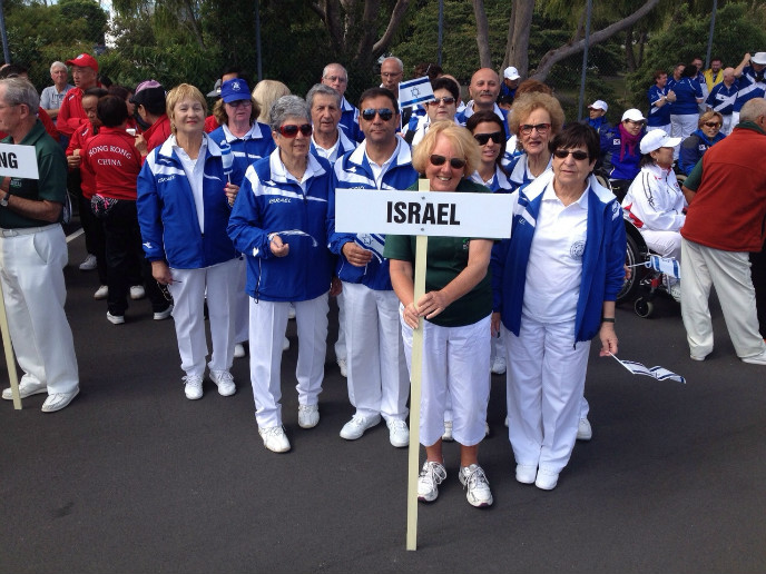 The Israeli delegation to the 2015 International Blind Bowls Association championship in New Zealand. The sign is held by an umpire.