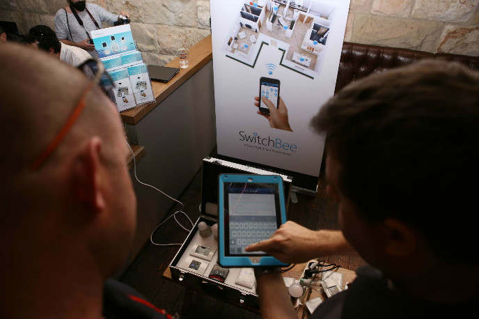 SwitchBee demonstrated its smart-home tech at ISmart. (Photo: Maxim Golovanov)