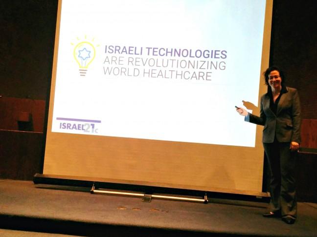 ISRAEL21c's Viva Sarah Press at her talk in Rochester.