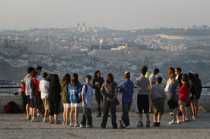Tour participants enjoying the view from Jerusalem's Armon HaNatziv Promenade. Photo by Miriam Alster/FLASH90