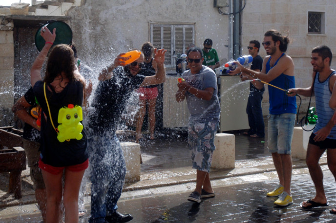 A Shavuot water fight in Beersheva. Photo by Dudu Greenspan/FLASH90