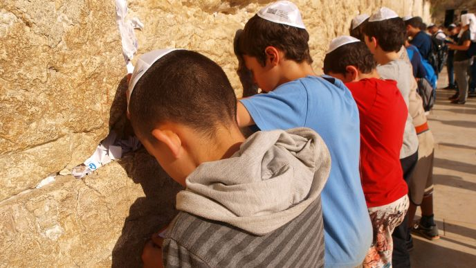 Children visiting the Western Wall. Photo by Jerusalem Municipality