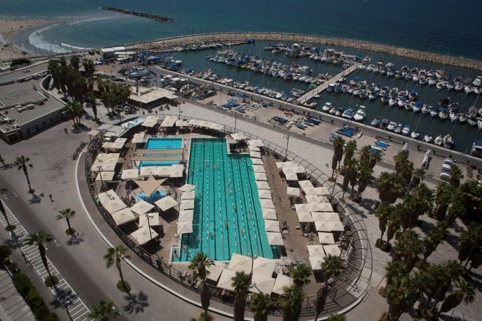 Pic cap: Gordon Pool in Tel Aviv. Photo by Flash90