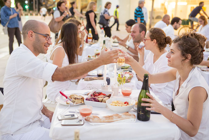 The semi-secretive Dinner in White outdoor picnic kicks off White Night festivities. (Photo: Kfir Bolotin)