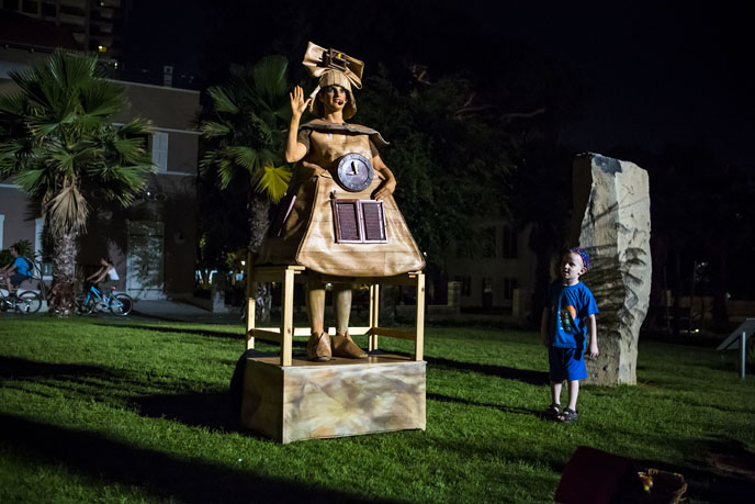 Live statue at the Sarona Complex during White Night Tel Aviv-Yafo. (Photo by Kfir Bolotin)