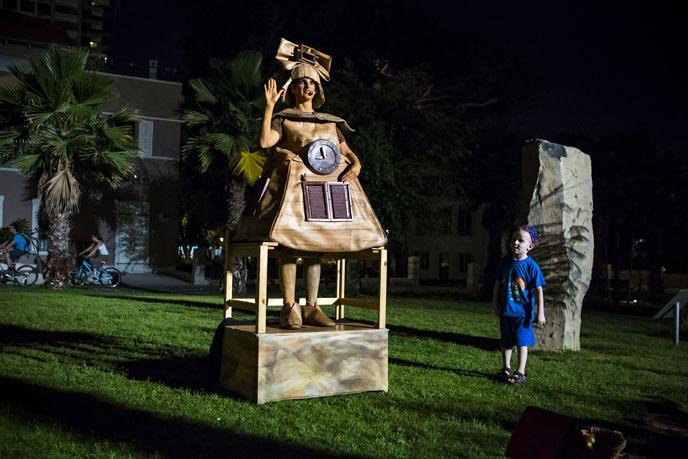 Live statue at the Sarona Complex during White Night Tel Aviv-Yafo. (Photo by Kfir Bolotin)