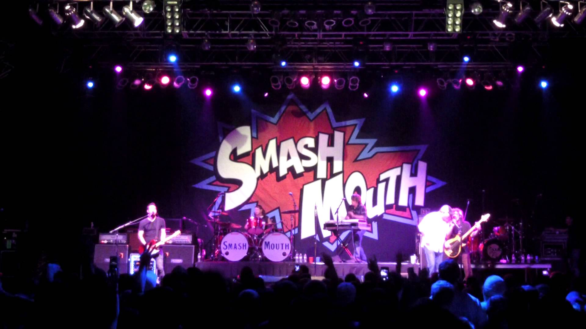 Sean Hurwitz playing a Shabat guitar in concert with Smash Mouth.