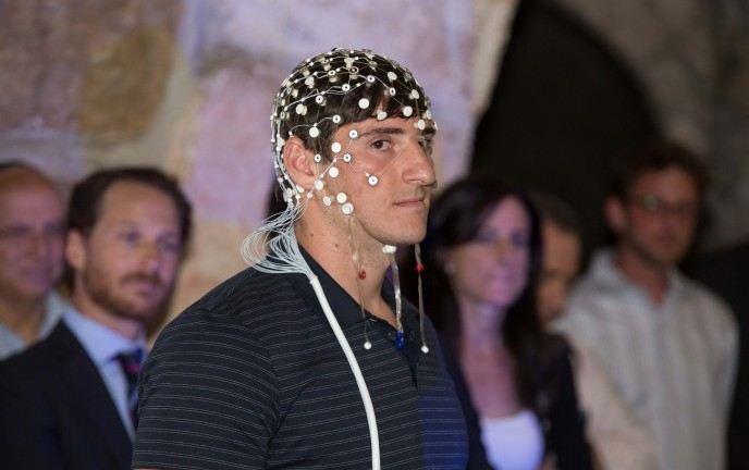 Israel Football League quarterback Alex Swieca wearing an Elminda device. Photo by Herschel Gutman