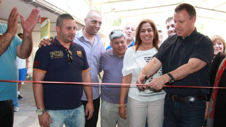 Founder Erel Margalit cutting the ribbon at the Bakehila opening in Ein Rafa. Photo courtesy of JVP Community