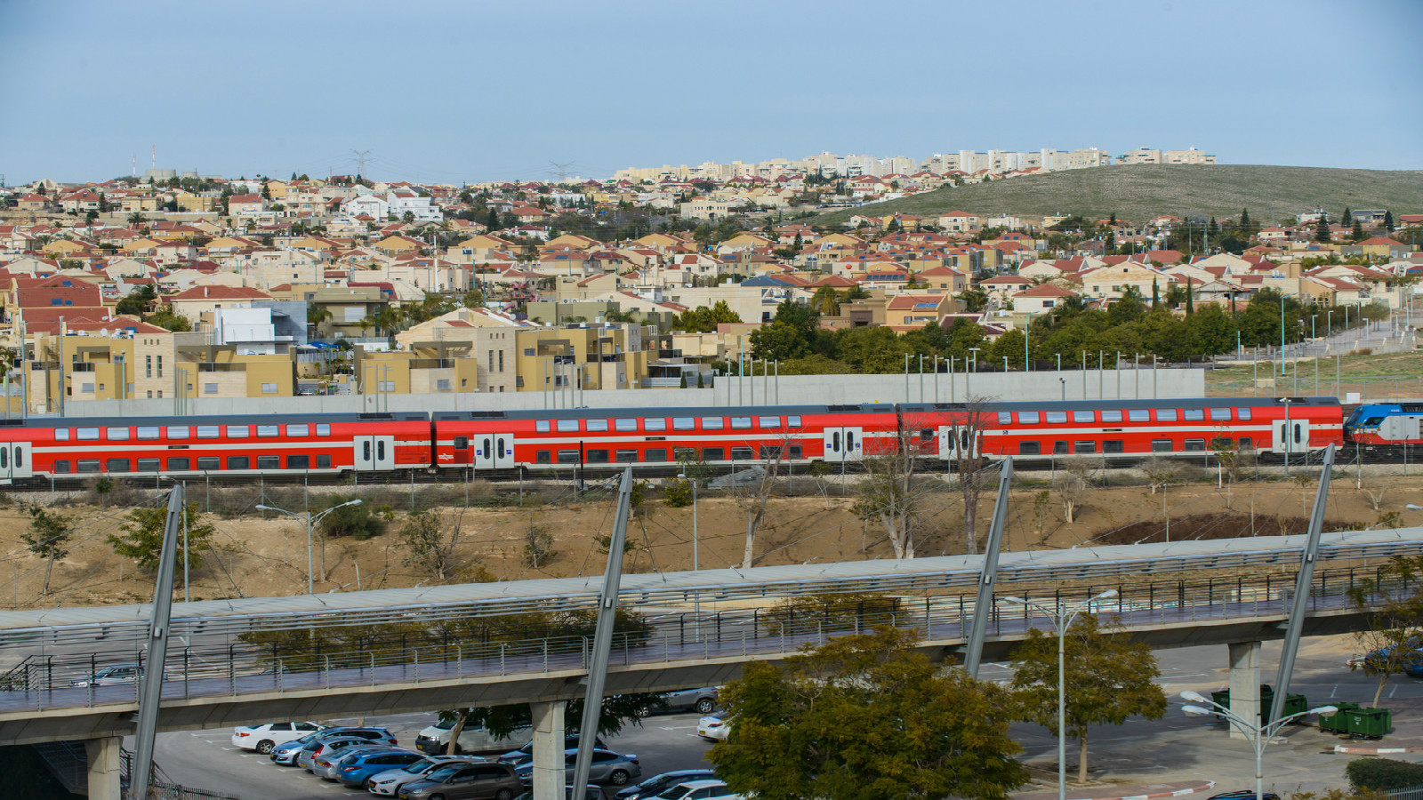 An Israel Railways train passes next to Beersheva's Mexico Bridge. Photo by Dani Machlis/BGU