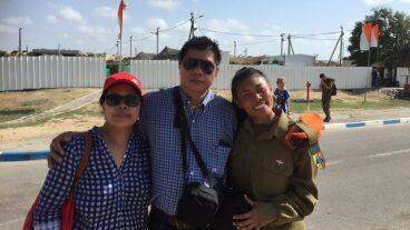 Joanna and her parents. Photo courtesy Ynet News