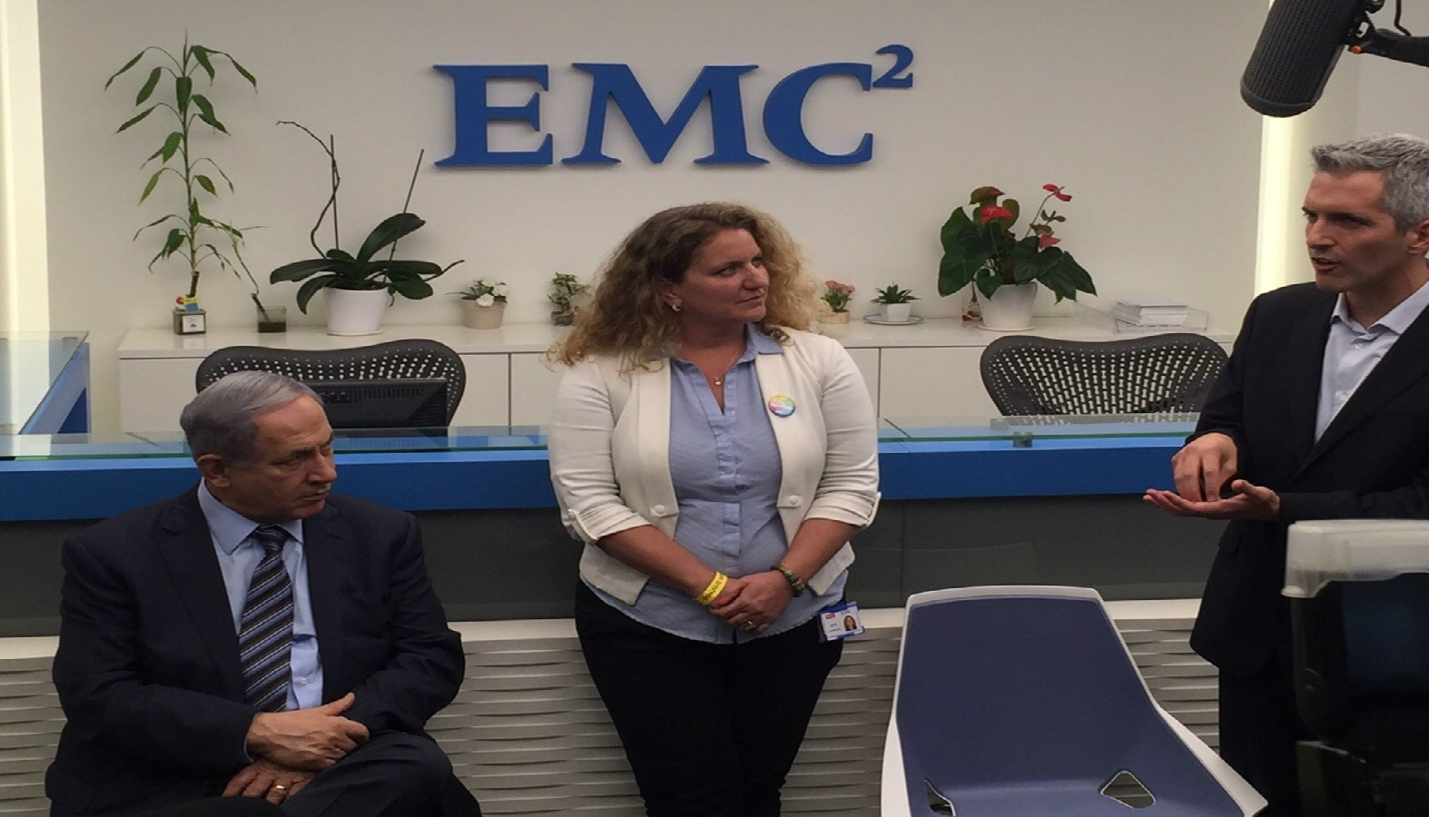 Prime Minister Netanyahu in Beersheva with Maya Hofman Levy, site leader at EMC/RSA Center of Excellence, and Yaniv Harel, general manager of the Cyber Solutions Group at EMC, July 2015. Photo courtesy of EMC