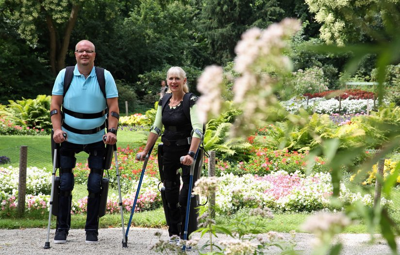 Rehab patients at Mount Sinai Medical Center in New York using the ReWalk.