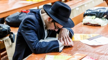 An ultra-orthodox man studying.  Photo by www.shutterstock.com