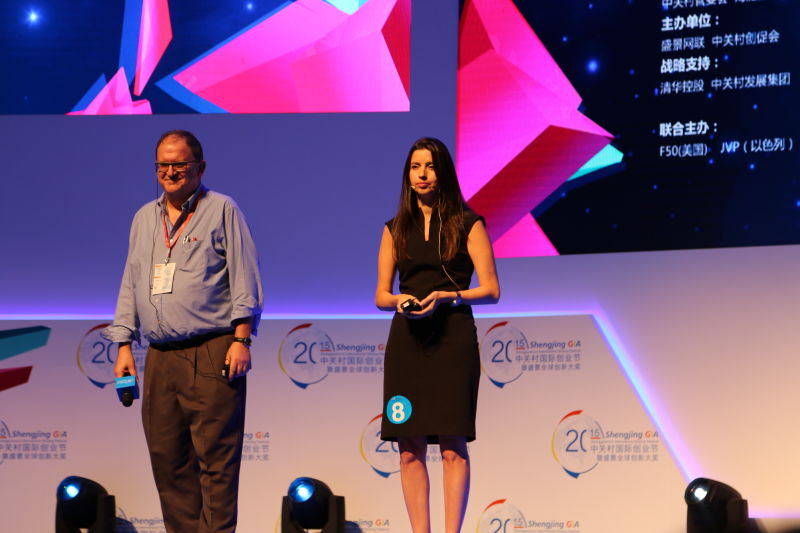 Chairman of DiACardio Arnon Toussia-Cohen and  Hila Goldman-Aslan, CEO of DiACardio accept first prize. Photo: courtesy
