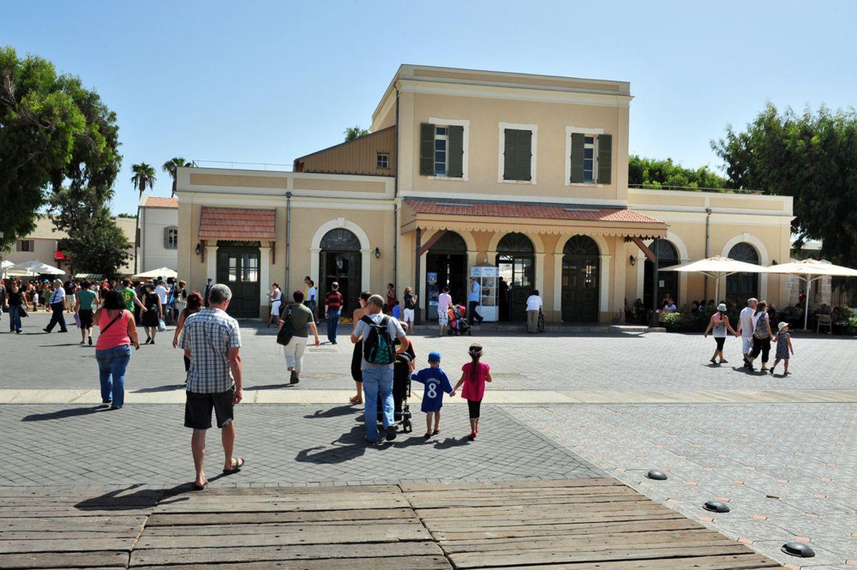 Hatahana in Tel Aviv. Photo via ChameleonsEye/www.shutterstock.com