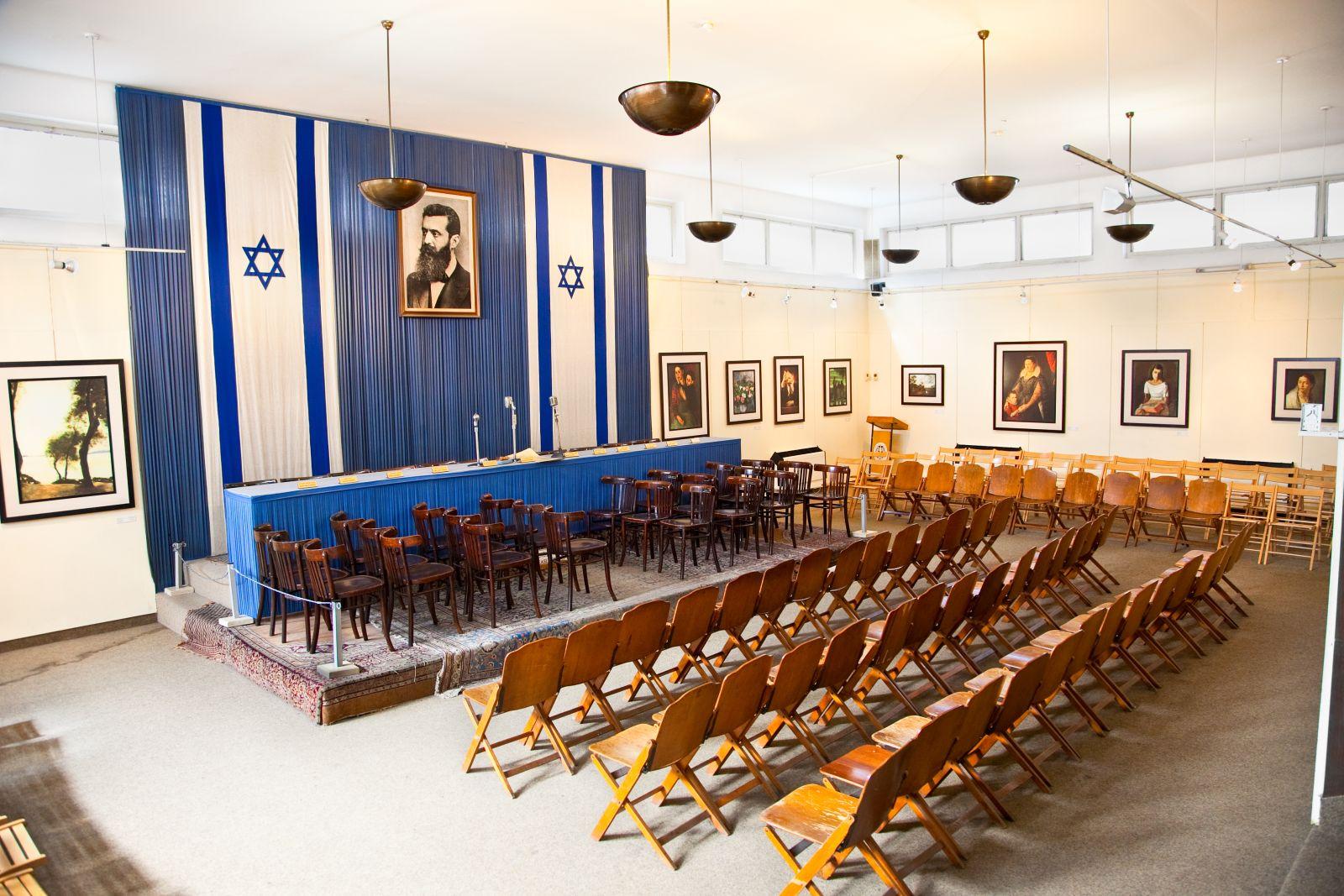 Inside Independence Hall. Photo via www.shutterstock.com