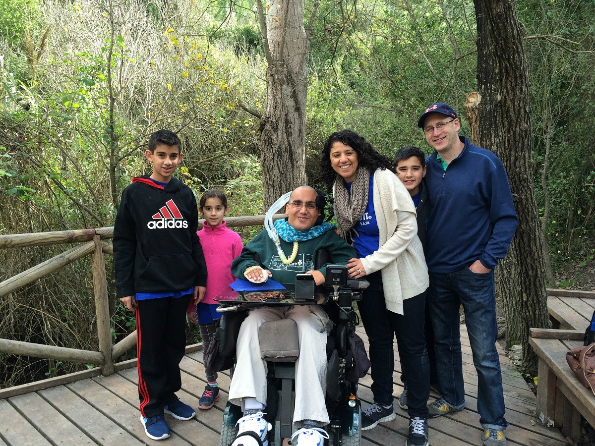 The Lewis family of Chicago sets out on the accessible trail with guide Raz Rutman. Photo courtesy of LOTEM