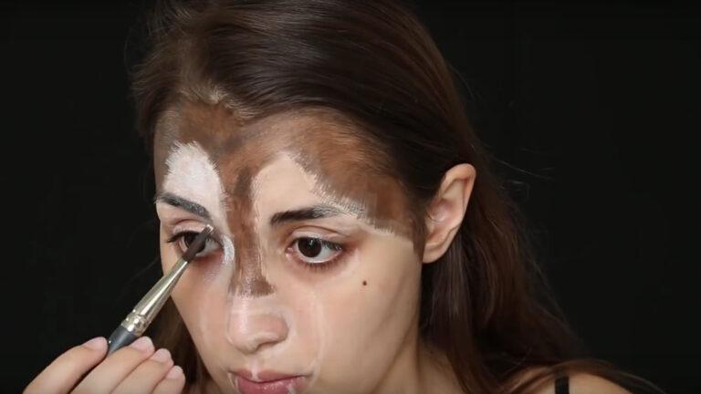Kolihanov demonstrating the makeup process. Screenshot from Ilana Kolihanov's YouTube video