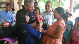 Ambassador Daniel Zonshine delivers aid to residents of flood-ravaged Tharrawaddy region. Photo: MFA