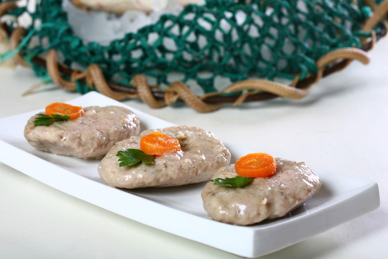 Gefilte fish image via Shutterstock.com