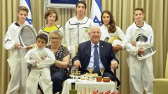 Israeli president Reuven Rivlin and his wife, Nechama, pose for a Jewish New Year photo with children of the Israeli bee and honey council. Photo by Tomer Reichman/GPO