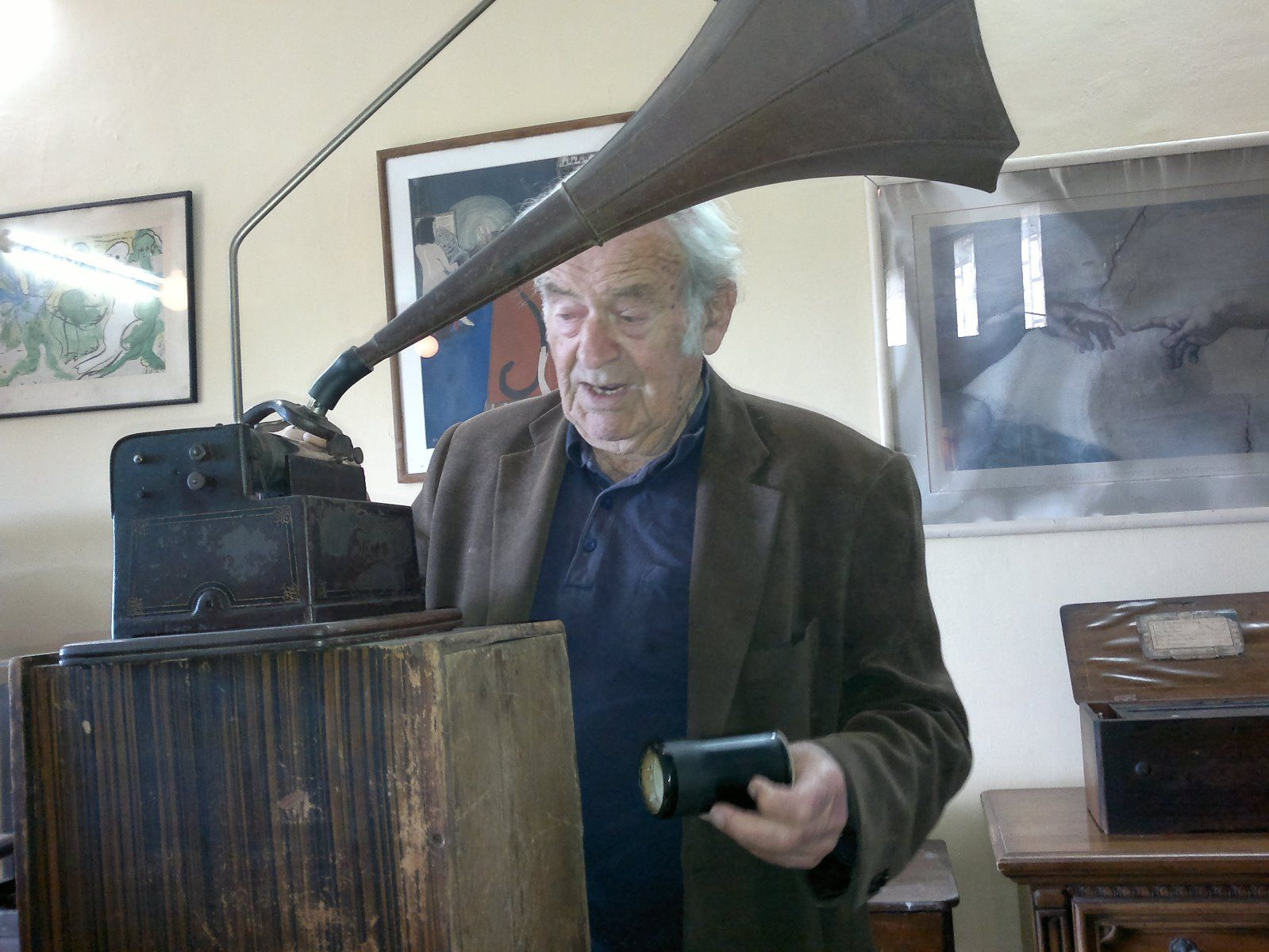 Nisan Cohen operating a gramophone in his museum. Photo by Abigail Klein Leichman