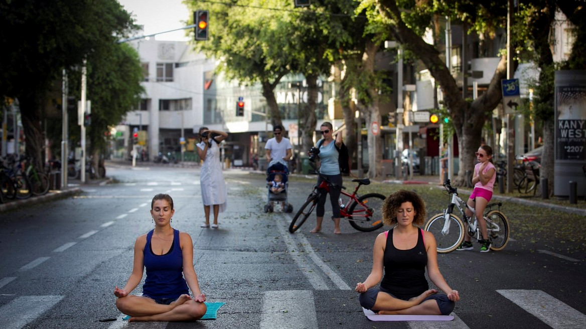 A moment for yoga on Yom Kippur. Photo by Miriam Alster/Flash90