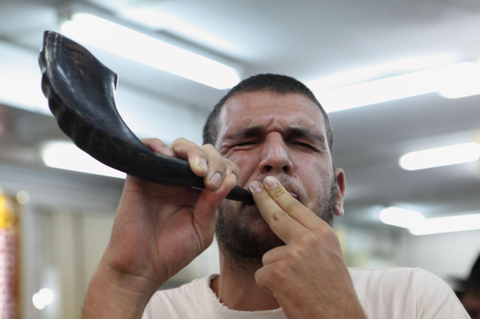 Blowing a shofar at the Rabbi Basri Yeshiva in Beersheva. Photo by Yaakov Naumi/FLASH90