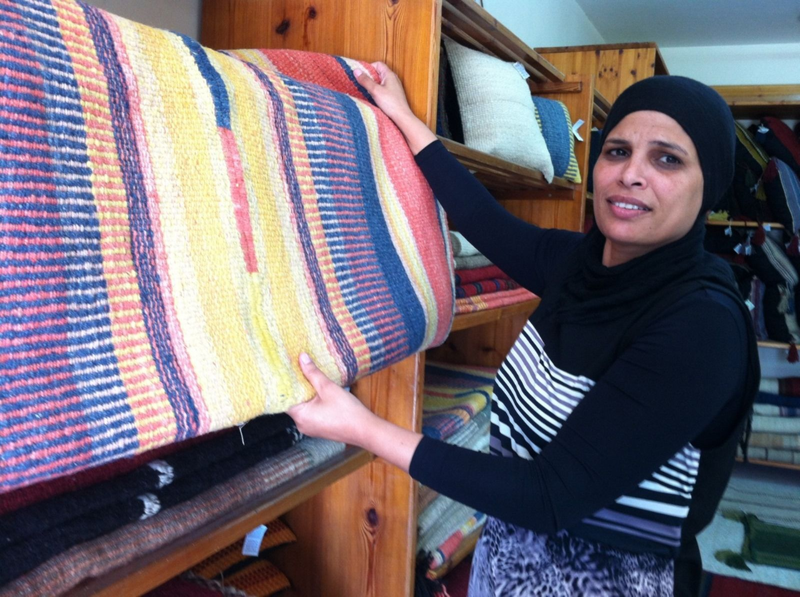 Weavers of Lakiya. Photo by Karin Kloosterman