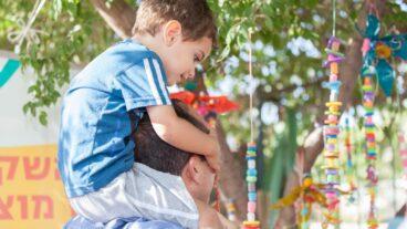 Sixty preschoolers in Jerusalem's Gonenim neighborhood hung their pacifiers on the tree. Photo by Hadar Levi