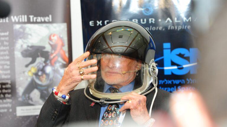 Buzz Aldrin at the International Astronautical Congress in Jerusalem