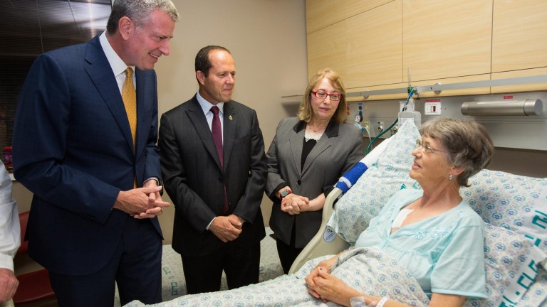 New York City Mayor Bill de Blasio (L) and Jerusalem Mayor Nir Barkat visit Maria Veldman, injured in a terror attack. Photo by Yonatan Sindel/Flash90