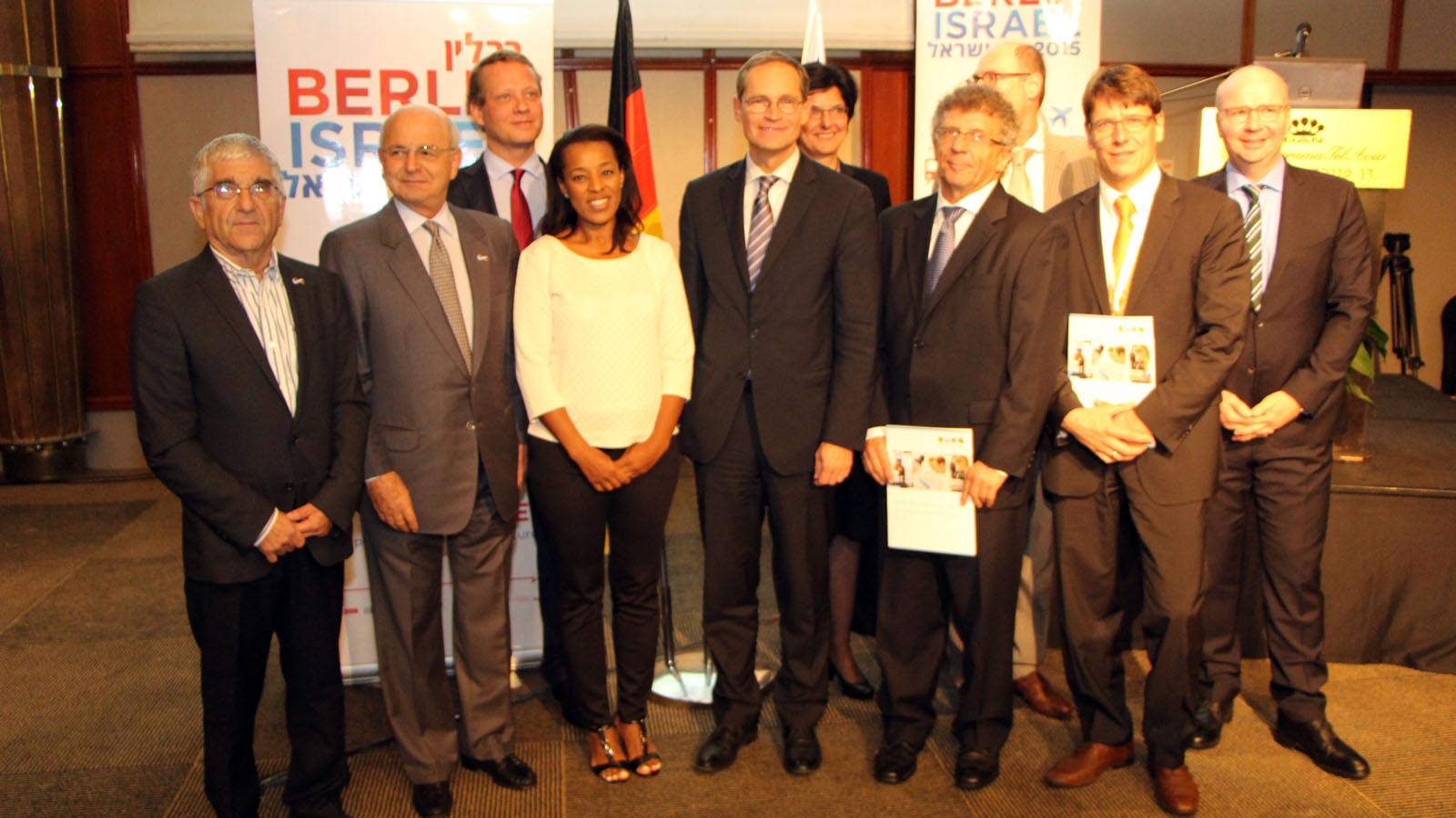 Tel Aviv and Berlin representatives sign new startup exchange program. Photo courtesy of Tel Aviv Municipality