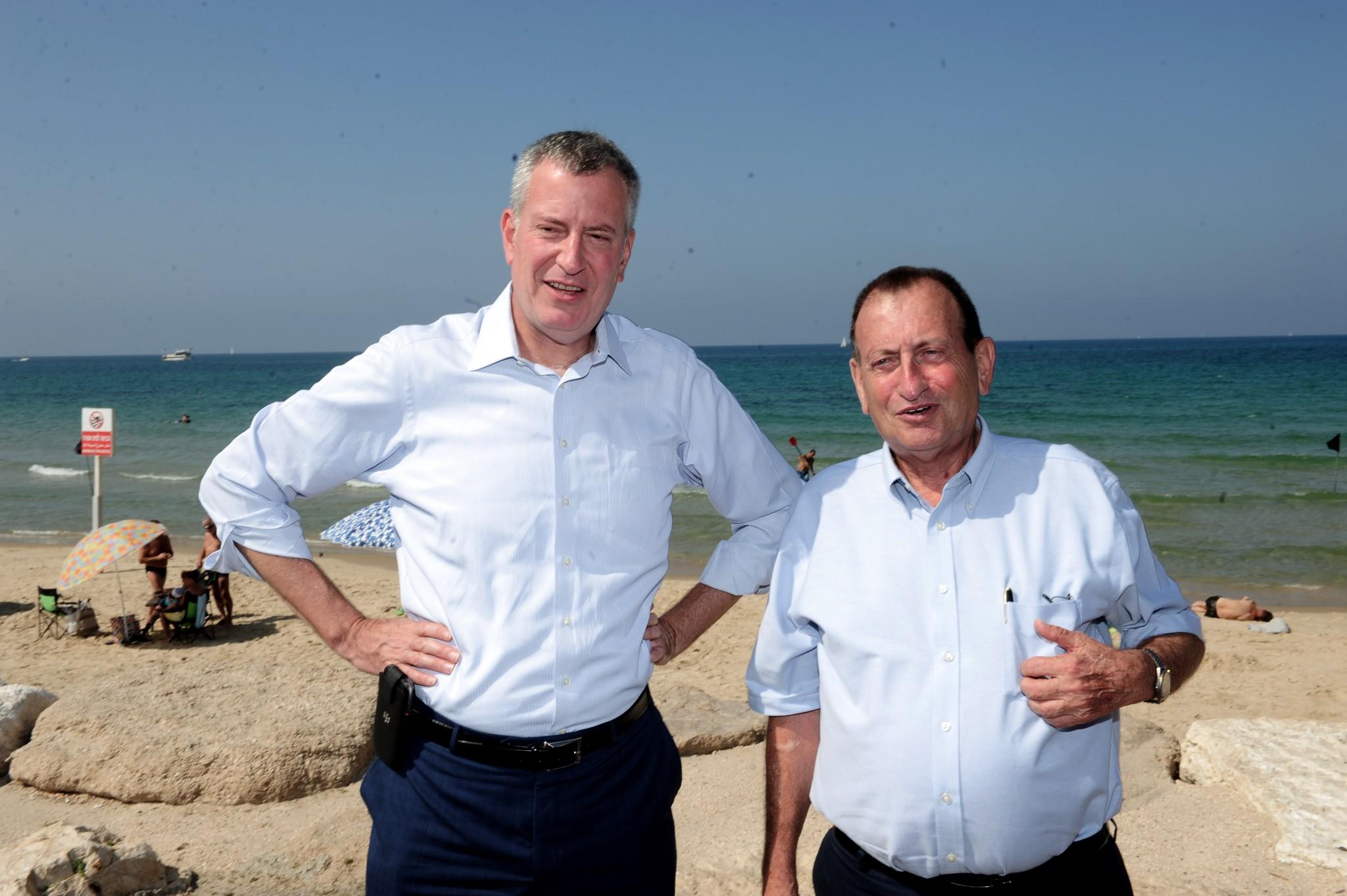 Ron Huldai, Mayor of Tel Aviv-Yafo, hosts Bill De Blasio, Mayor of New York City. Photo by Kfir Sivan