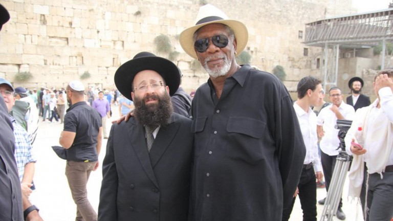 Actor Morgan Freeman and Rabbi Shmuel Rabinovitch, rabbi of the Western Wall and the Holy Sites of Israel. Photo from Twitter