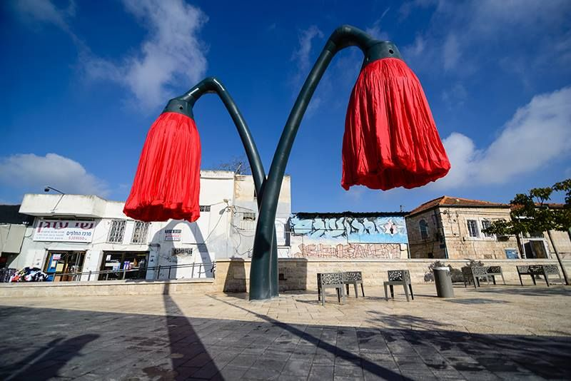 The flowers close when nobody is walking under them. Photo courtesy of HQ Architects