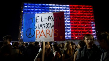Israelis attend a rally in Tel Aviv, in solidarity with Paris, and in tribute of the victims killed in last night's terror attacks in Paris, France. Photo by Miriam Alster/FLASH90