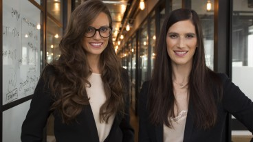 iAngels cofounders Mor Assia and Shelly Hod Moyal. Photo via Huff Post Business