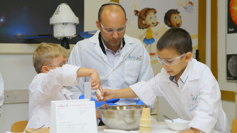 Israeli Minister of Education Naftali Bennett with science kindergarten kids in Beersheva. Photo by Moshe Azulay