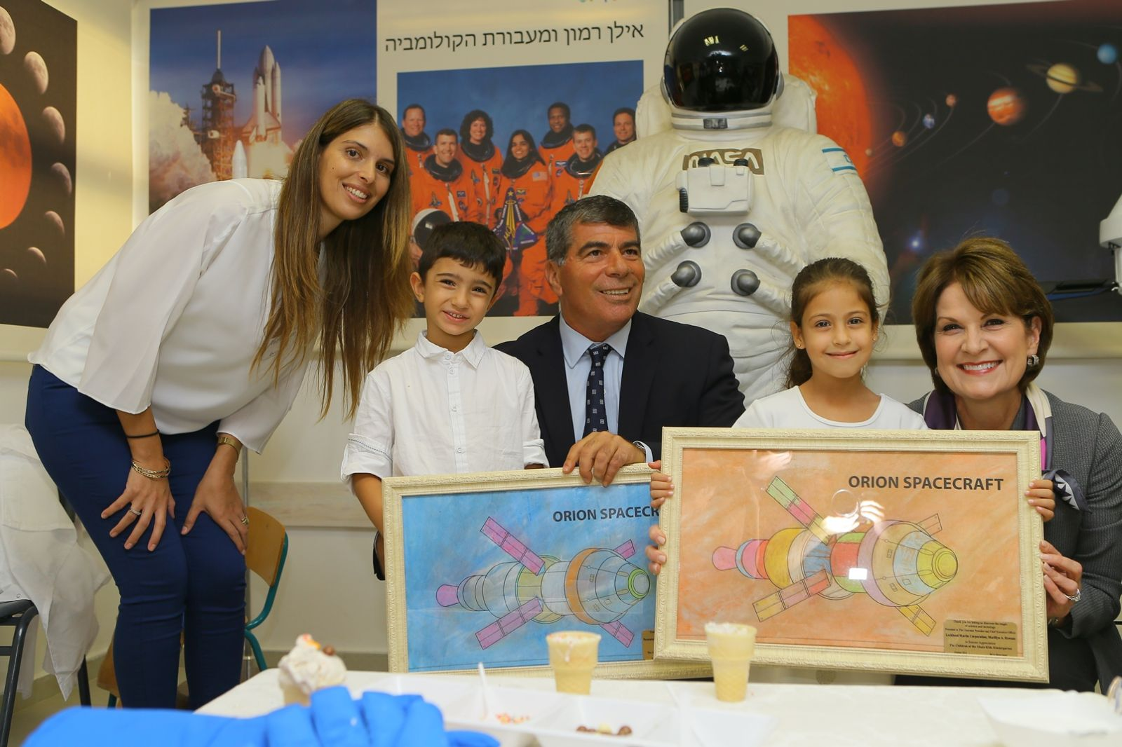 Early-childhood teacher Inbal Azulay, left, and Lockheed Martin Chairman, President and CEO Marillyn Hewson, right, at the dedication ceremony with Rashi Foundation Lt. Gen (ret.) Gabi Ashkenazi and two of the children. Photo by Moshe Azulay