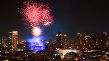 Independence Day fireworks over Tel Aviv. Photo by Noam Chen