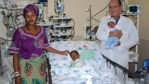 Elieth from Tanzania visiting her daughter Dorice in the Wolfson PICU as Dr. Sion Houri holds newborn Laura. Photo by Barak Nuna