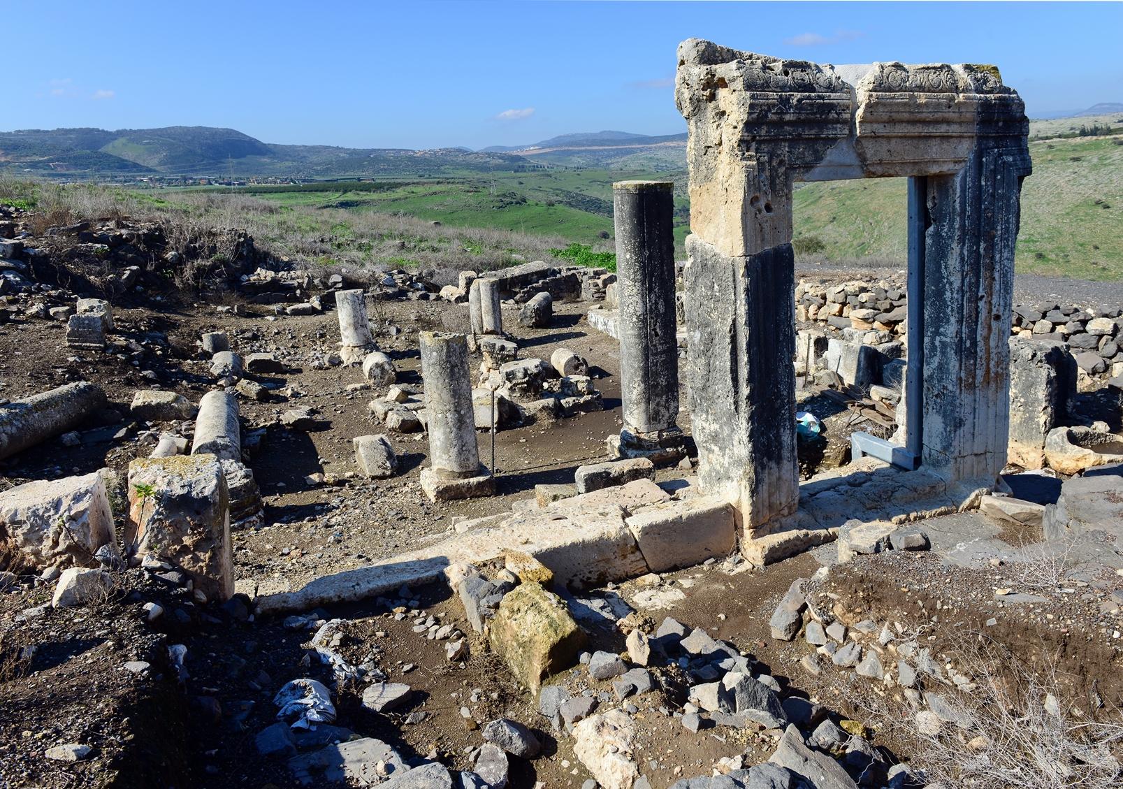 Ruins of an ancient synagogue at Arbel National Park. Photo by Avraham Graicer