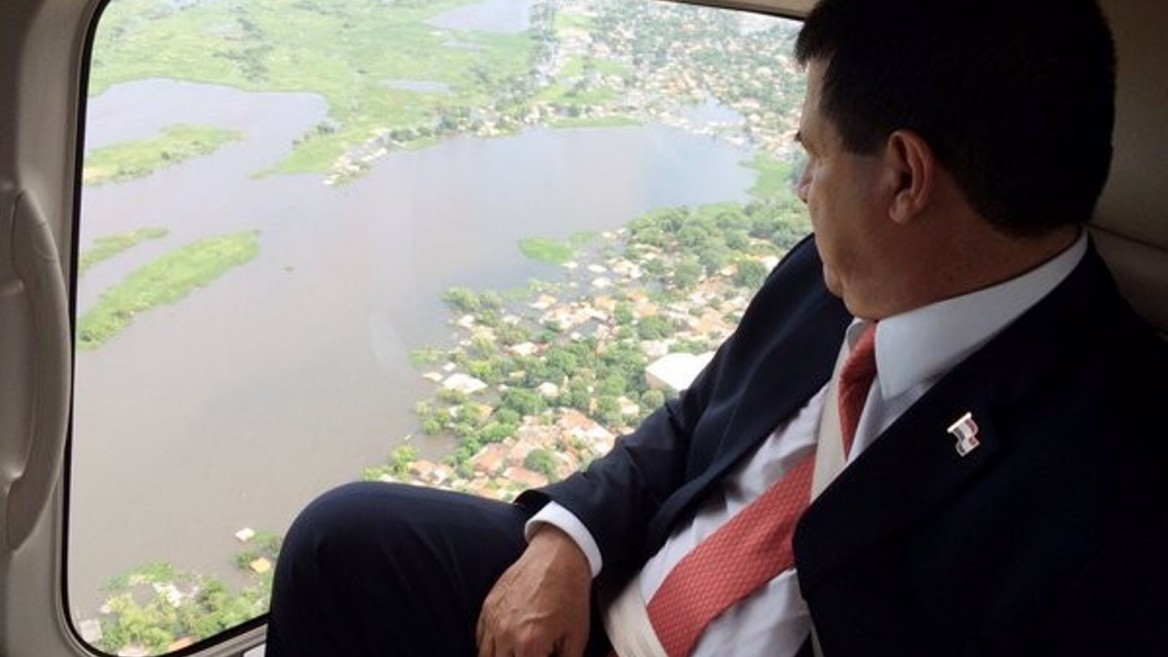 President Horacio Cartes observes flooded areas in Asunción in December 2015. Photo courtesy of Office of the President, Paraguay